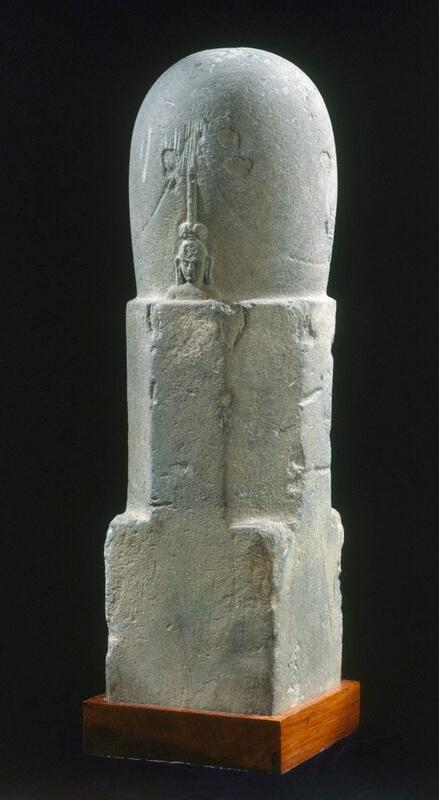 Рис. 14. Мукхалинга выполненная из камня, VII-VIII вв. (храниться в Сиднейской галерее искусств, Австралия).