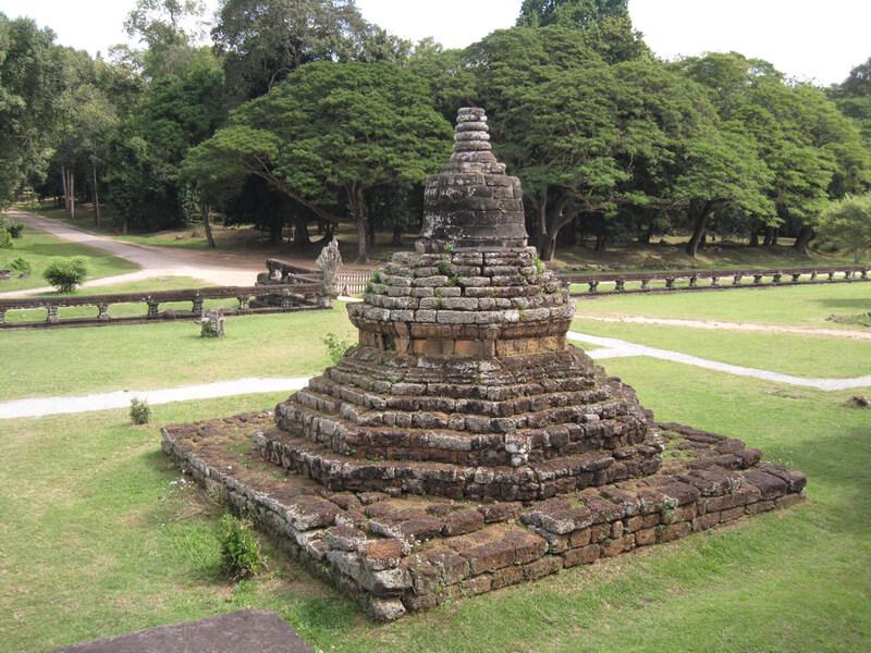 Рис. 34. Буддийская ступа на территории храма Ангкор-Ват, фото 2013 г.