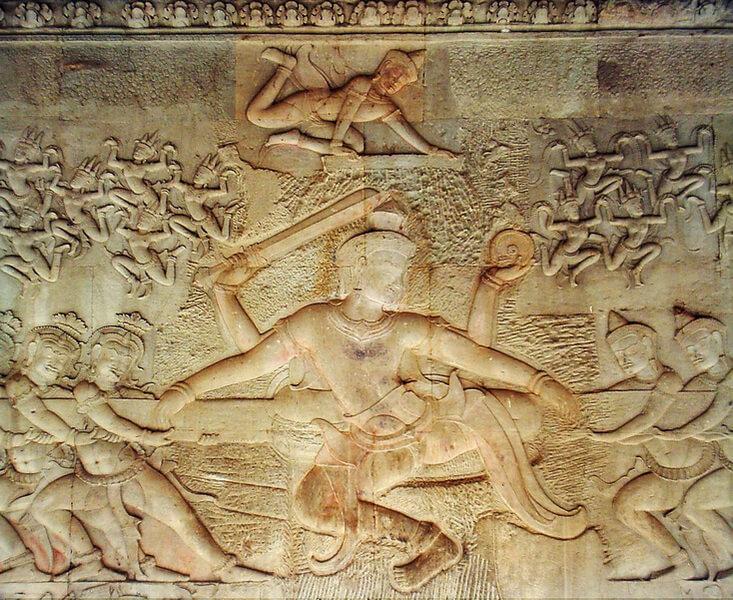 Сцена с появлением апсар в мифе «О пахтании Мирового Океана». Барельеф в храме Ангкор-Ват (XII в.).