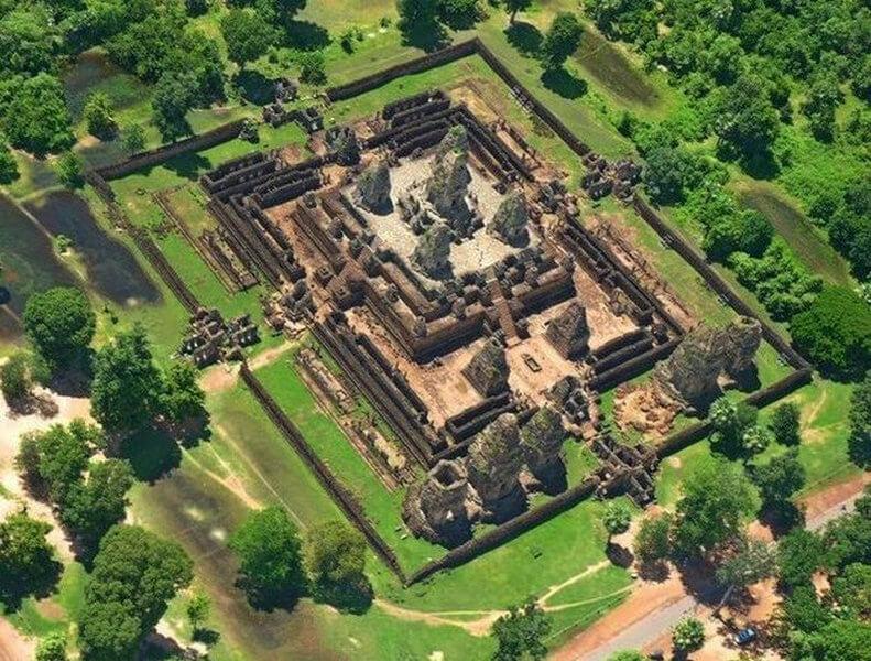 Рис. 35. Храм Пре Руп (944 г.), фото с высоты птичьего полета.