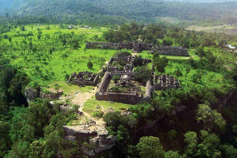 Рис. 32. Храм Приах Вихеар (осн. ок. X в.), фото с высоты птичьего полета.