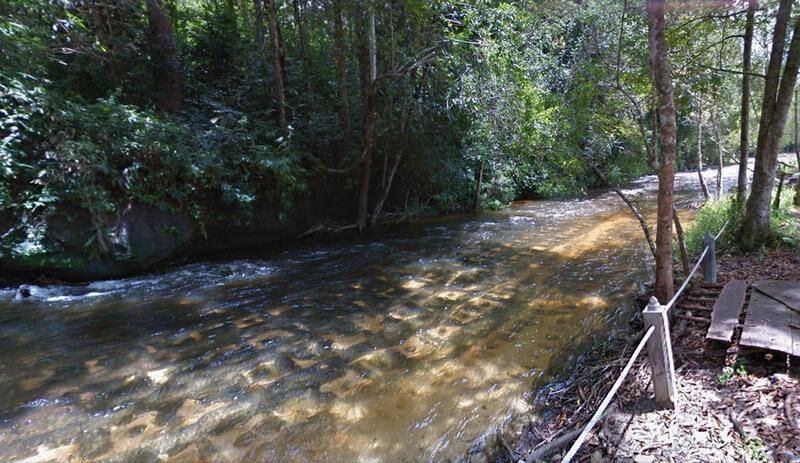 Рис. 39. Йони-линги заполняющие паттерном дно реки «Тысячи Линг» Пном Кулен, совр. фото (2).