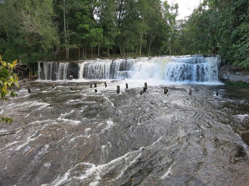 Рис. 41. Каскады на реке «Тысячи Линг» Пном Кулен, совр. фото.