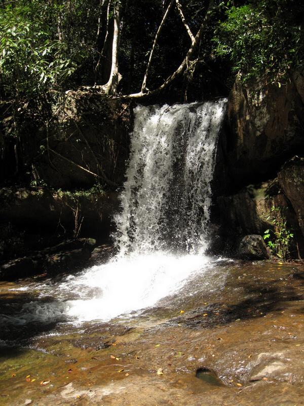 Рис. 44. Водопад на реке «Тысячи Линг» Кбал Спиен, совр. фото.