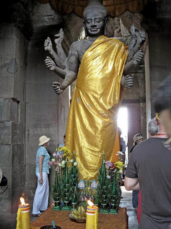 Рис. 18. Статуя Вишну из храма Ангкор-Ват (XII в.), фото 2013 г.