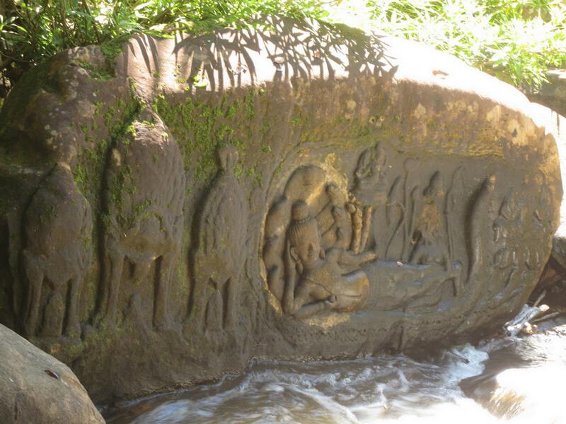 Рис. 51. Отреставрированный барельеф с изображением Вишну, Кбал Спиен.