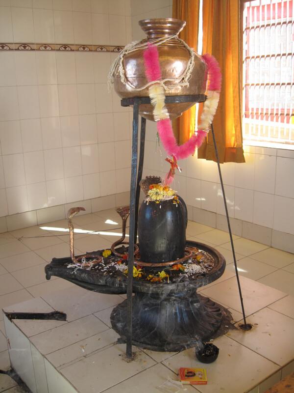 Рис. 8. Йони-линга и ее основные элементы (храм Шивы на вершине горы Ревальсар).