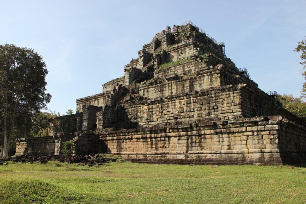 Пирамида КохХер в Камбодже