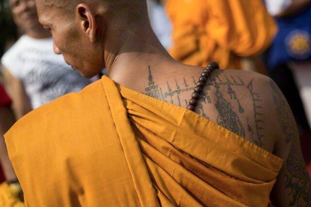 Нанесение сакральной татуировки